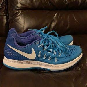 Women's size 6.5 Nike Pegasus 33 sneakers!
